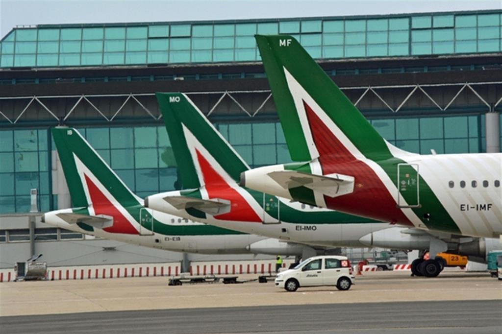 Alitalia premi ai dirigenti nonostante la crisi nera